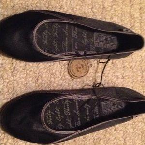 Women's black Converse flats. Size 6 NWT